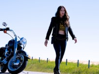 Wynonna motorcycle - Wynonna Earp Season 4 Episode 12