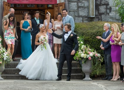 Watch Devious Maids Season 3 Episode 1 Online