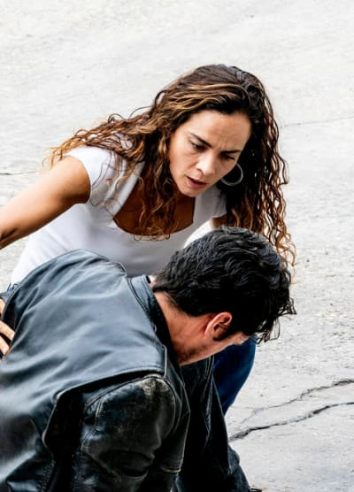 An Unexpected Visitor - Queen of the South Season 4 Episode 13