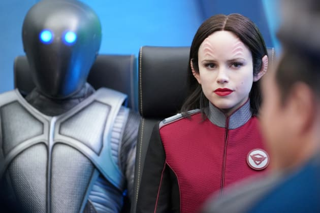 Isaac and Kitan - The Orville Season 2 Episode 1