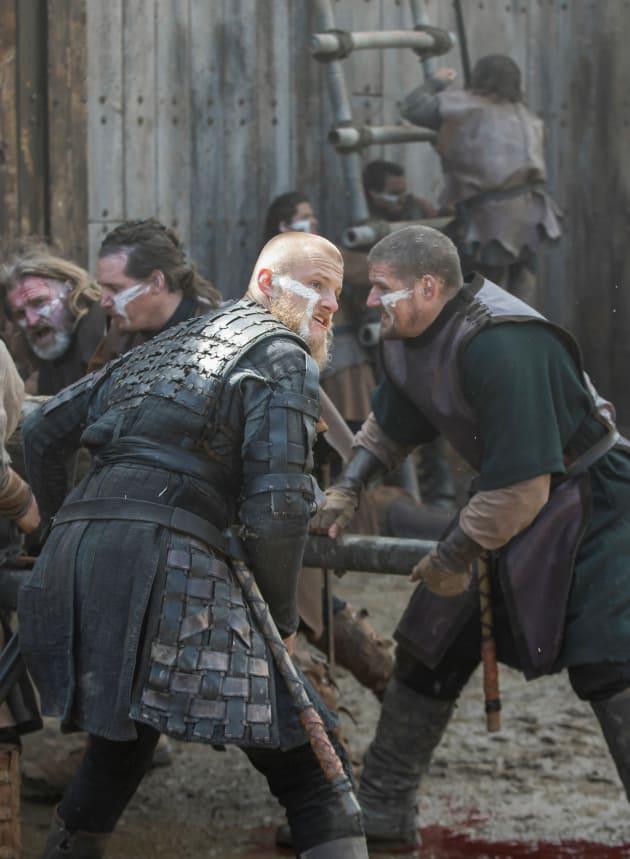 Bjorn Fights - Vikings Season 5 Episode 20