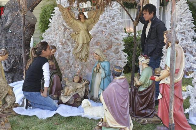 Away in a Manger - Pretty Little Liars Season 5 Episode 12