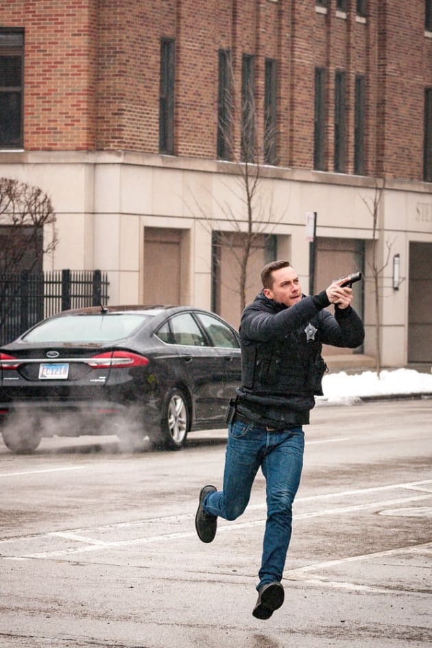 In Action - Chicago PD Season 6 Episode 17