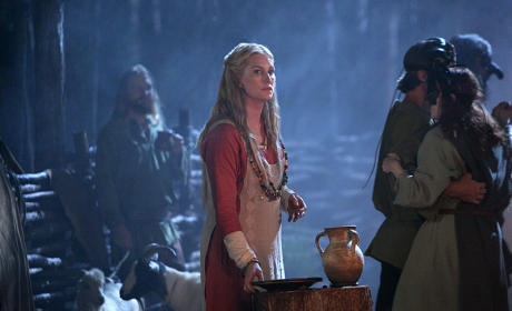 Alice Evans as Esther - The Originals Season 2 Episode 5