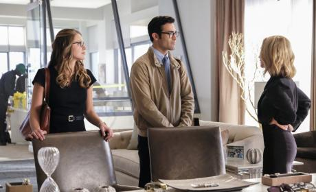 Asking for Help - Supergirl Season 2 Episode 22