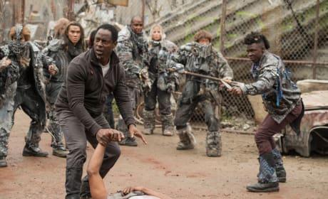 Tense in Polis - The 100 Season 4 Episode 1