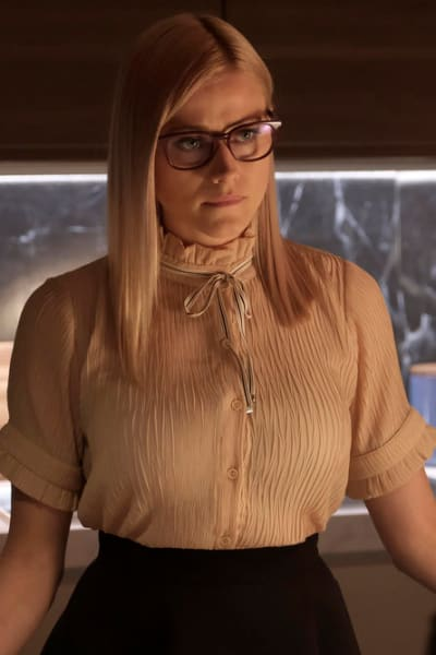 Alice Looking Serious - The Magicians Season 4 Episode 5