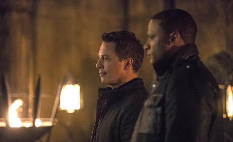 Bystanders - Arrow Season 3 Episode 20