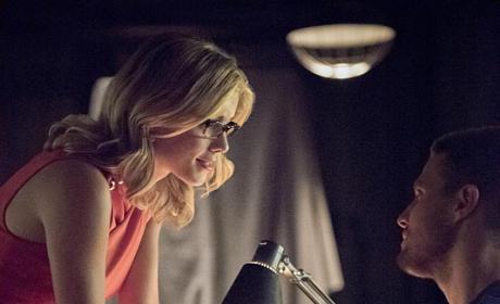 Hand Holding - Arrow Season 4 Episode 1