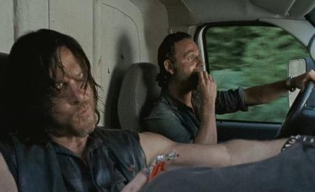 Daryl and Rick have a snack - The Walking Dead Season 6