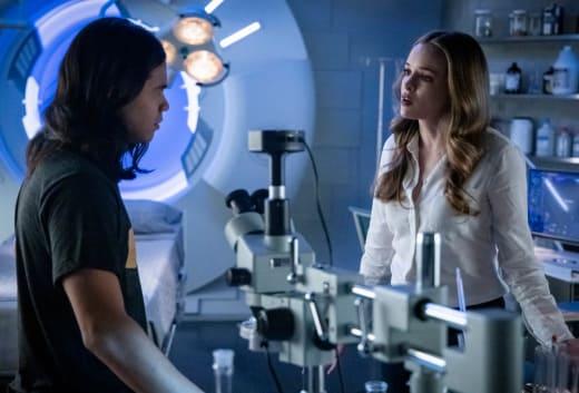 Caitlin and Cisco Do Science - The Flash Season 5 Episode 10