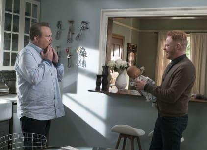 Watch Modern Family Season 9 Episode 9 Online