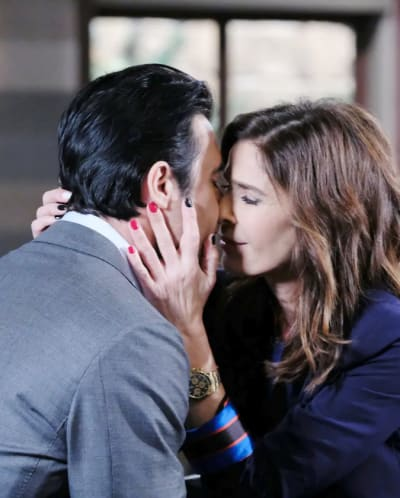 Hope and Ted Kiss - Days of Our Lives