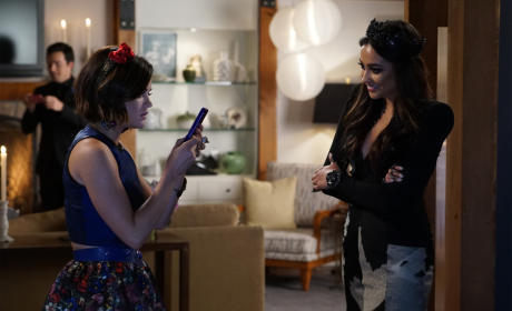 Aria Should Smile Once In A While - Pretty Little Liars Season 6 Episode 9