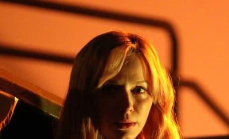 Moonlighting Beth - Good Girls Season 2 Episode 3