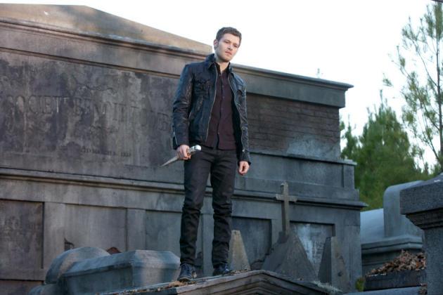 Klaus, Armed