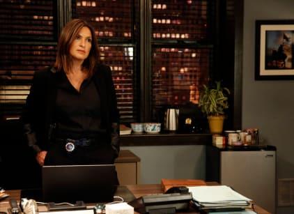 Watch Law & Order: SVU Season 17 Episode 6 Online