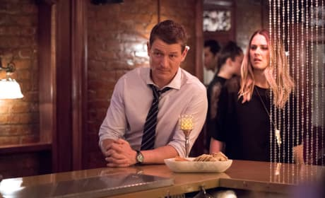 Stone Goes to a Bar - Law & Order: SVU Season 20 Episode 9