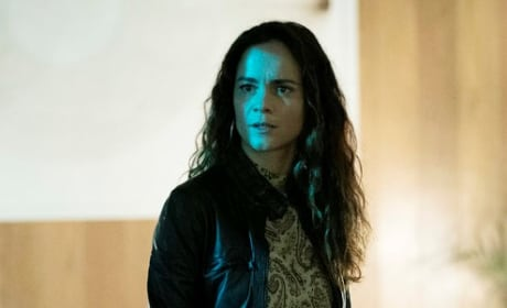Standing Around - Queen of the South Season 4 Episode 1