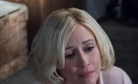 Mother Holds Hands - Bates Motel Season 5 Episode 3
