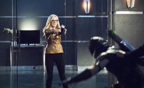Do Not Touch! - Arrow Season 4 Episode 17