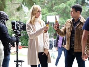 Serena and Owen cheers in his hometown - UnREAL Season 3 Episode 7