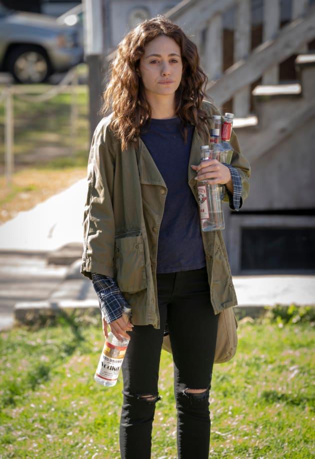 Fiona Makes a Change - Shameless Season 9 Episode 10