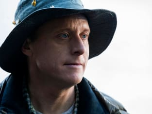 Alan Tudyk as Harry Vanderspeigle - Resident Alien Season 1 Episode 1