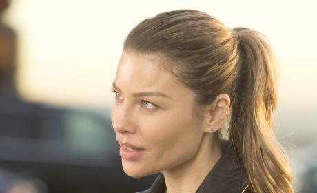 Chloe Outside - Lucifer Season 2 Episode 15