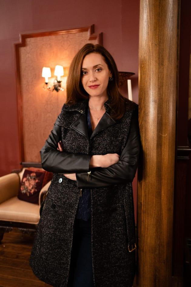Just Hanging Around - Good Witch Season 5 Episode 9 - TV Fanatic
