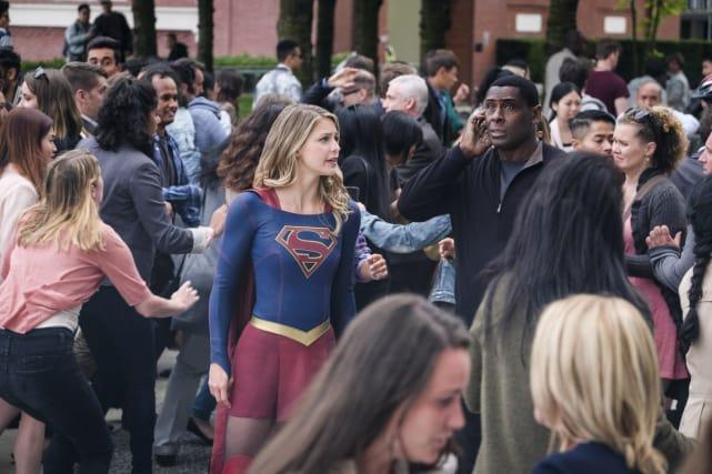 Mass Panic - Supergirl Season 3 Episode 1