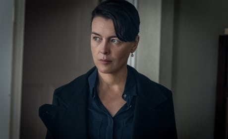 OEmily Looks Annoyed - Counterpart Season 1 Episode 8