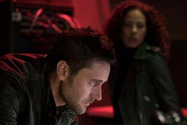 Getting In - The Blacklist: Redemption Season 1 Episode 3