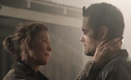 A Touching Moment - Fear the Walking Dead Season 5 Episode 3