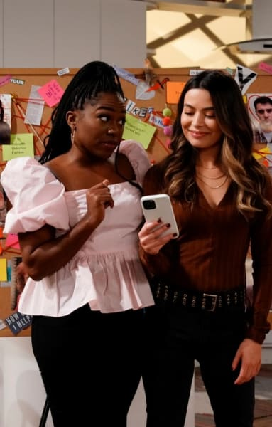 Harper and Carly and Murderboard - iCarly Season 1 Episode 2