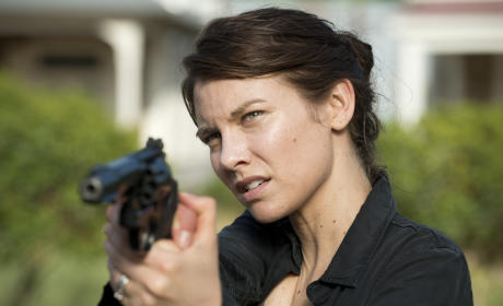Maggie's got a gun - The Walking Dead Season 6 Episode 1