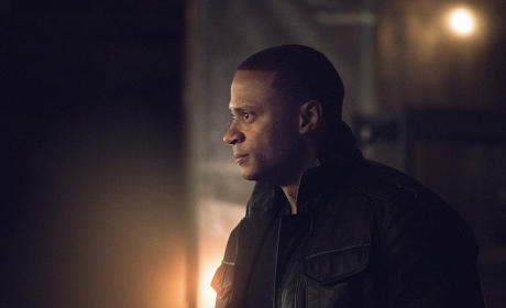Hunted - Arrow Season 3 Episode 21