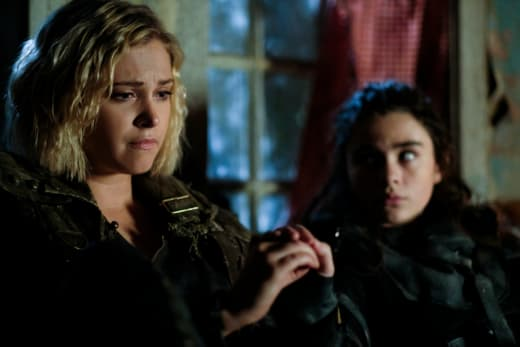 Clarke and Madi in Eden - The 100