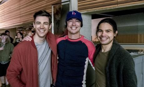 Celebratory Smiles All Around - The Flash Season 3 Episode 19