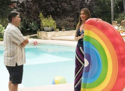 Watch Modern Family Season 10 Episode 2 Online
