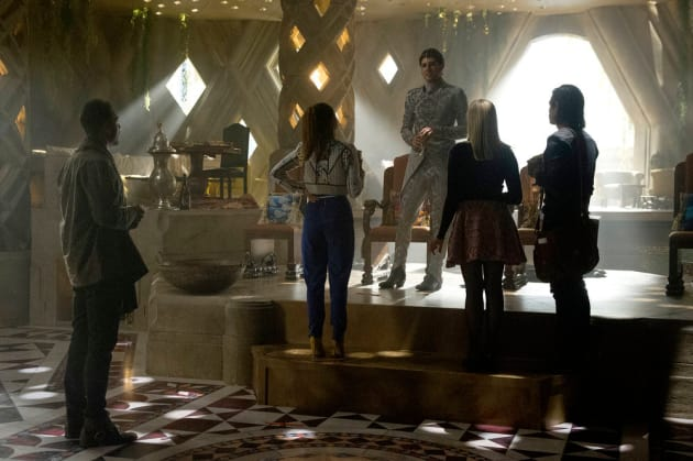Eliot holds court - The Magicians Season 2 Episode 3