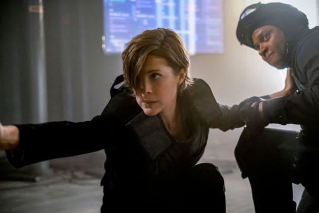 Lyla Takes Down an Enemy - Arrow Season 6 Episode 22
