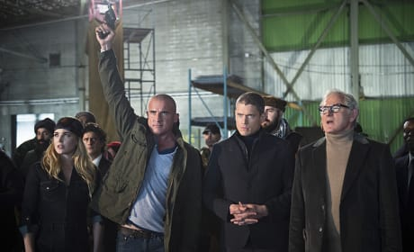Buying! - DC's Legends of Tomorrow Season 1 Episode 2