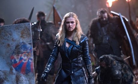 Braced for Battle  - The 100 Season 2 Episode 15