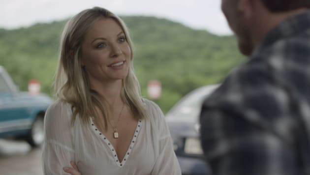 Jessie stares at Deacon - Nashville Season 5 Episode 22