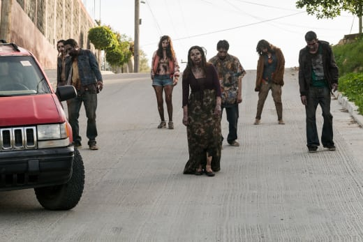 Approaching infected - Fear the Walking Dead Season 3 Episode 4