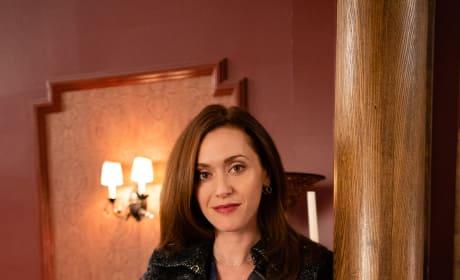 Just Hanging Around - Good Witch Season 5 Episode 9