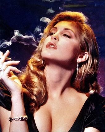 Kelly Rutherford: Smoking