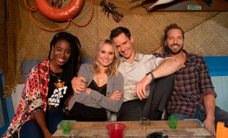 The Gang Smiles for the Camera - Veronica Mars