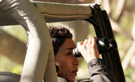 Spying - 9-1-1 Season 1 Episode 8
